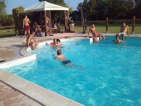 Festa in piscina foto di i caloseni caldiero tripadvisor - Piscina g conti verona ...