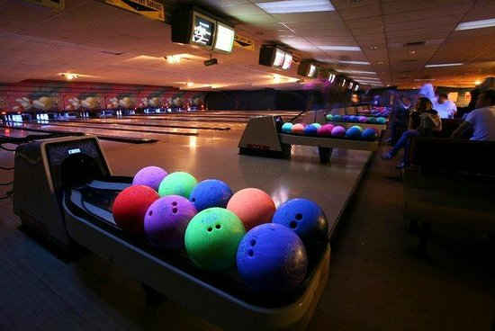 Calcot, UK: Bowling Lanes