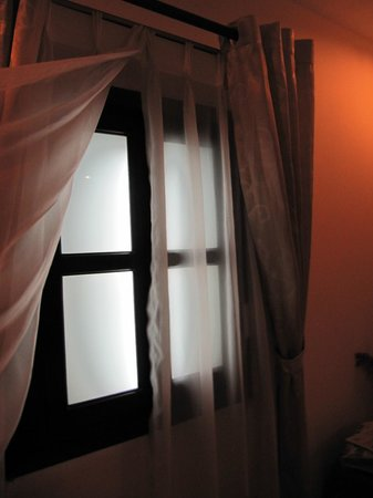 Lavender Central Hotel: Fake window- a box with lights behind