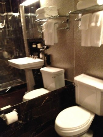 โรงแรมซิตี้ คัลบ: Bathroom