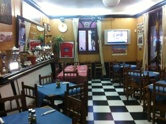 Cafe Restaurante Central: Dining in.....