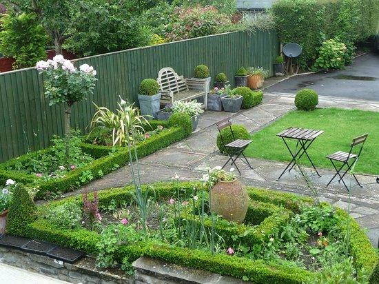 Parsnips Bed & Breakfast: Blick in den Garten