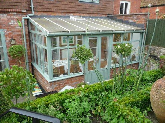 Parsnips Bed & Breakfast: Wintergarten von außen