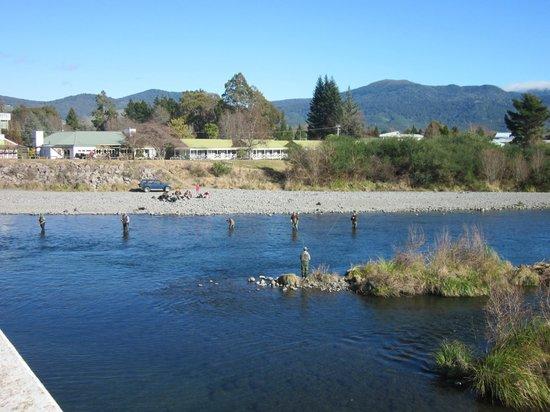 Turangi Bridge Bar & Restaurant : Turangi Bridge Motel Restaurant & Bar on the banks of the renowned Tongariro River