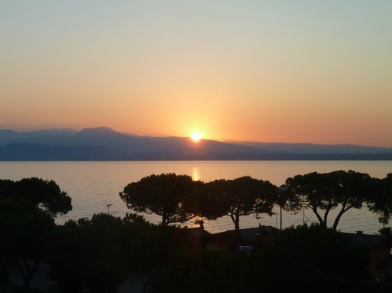 Hotel Villa Rosa : Sunrise from our room!
