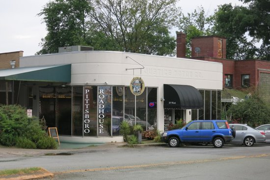 Pittsboro Roadhouse & General Store: Front of restaurant