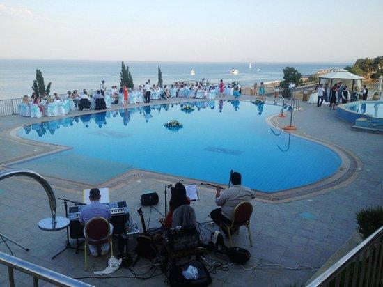 Regina Dell Acqua Resort: entertainment by the pool