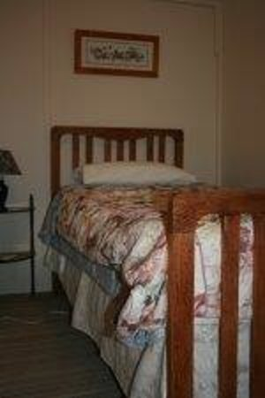 A Settlers Cottage: Antique single bed in Rose Cottage