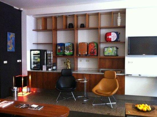 Hampshire Designhotel - Maastricht: self-serve lounge