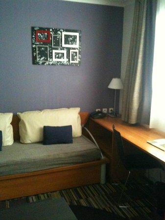 Adagio Paris La Defense Le Parc : Coin Salon avec canapé-lit pour une personne