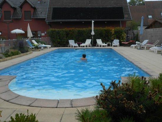 Au Soleil- hotel et restaurant : piscine
