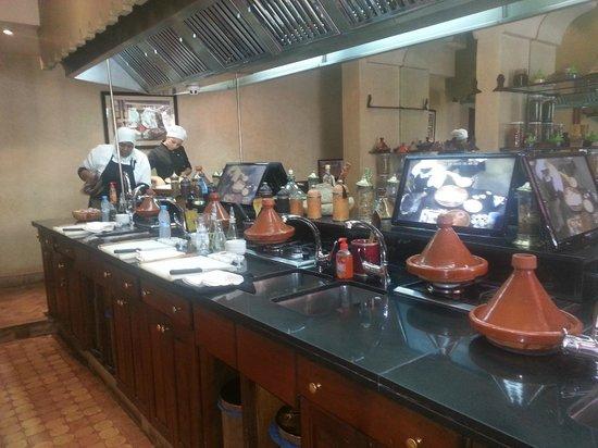 Apr sl 39 effort le r confort la d gustation dans une salle for Ateliers de cuisine de la maison arabe