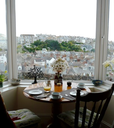 Little Leaf Guest House: Our favourite breakfast table - stunning view!