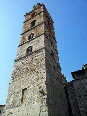 Duomo Santa Maria Assunta e San Berardo: Altra vista del campanile