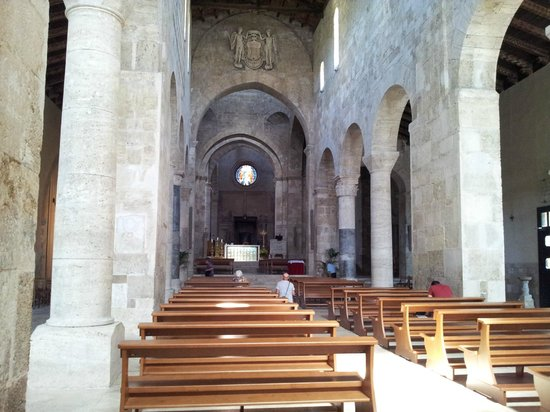 Duomo Santa Maria Assunta e San Berardo: La navata