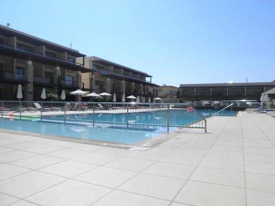 Island Blue Hotel: Pool Area