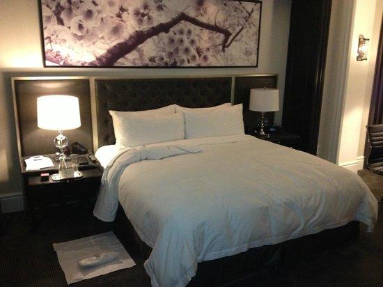 Trump International Hotel & Tower Toronto: Bedroom in standard room
