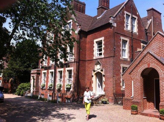 Ebury Hotel and Serviced Apartments: Ebury Hotel Canterbury (Kent) UK vooraanzicht vanaf parkeerplaats