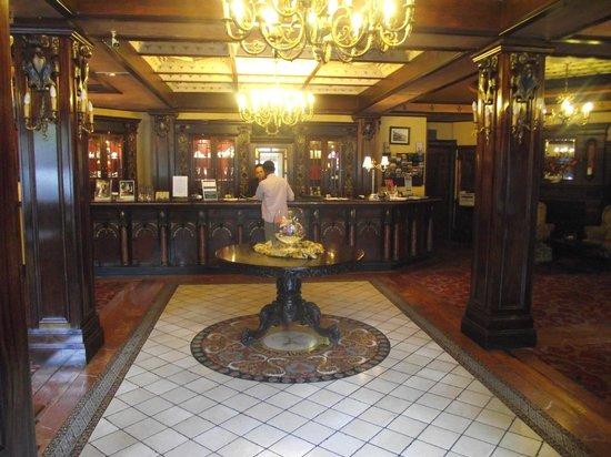 Killarney Avenue Hotel: the entrance to the hotel