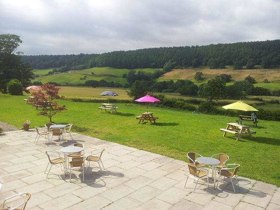The Everley Country House Cafe: Outside Area