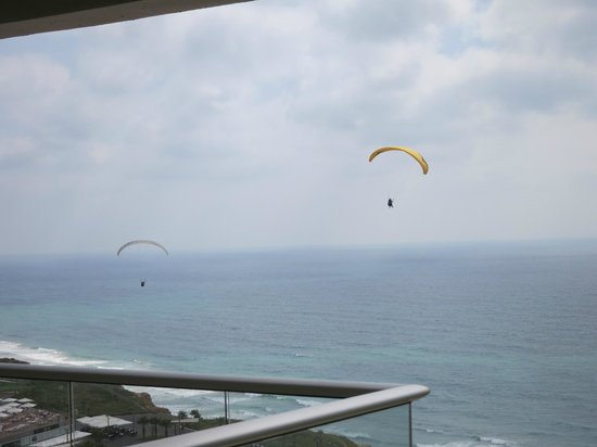Ramada Hotel and Suites Netanya: Para sailors viewed from our balcony