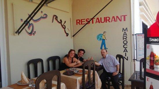Restaurant Daffy : Avec le super employé du restaurant! ambiance chaleureuse