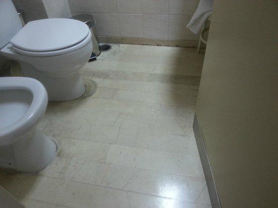 Adrian Hotel: Salle de bains, sol