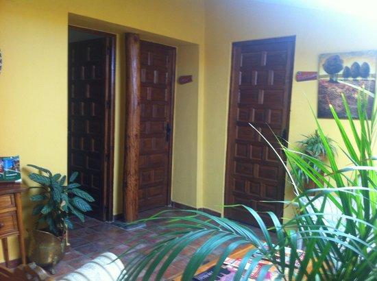 Casa Rural Don Alvaro de Luna: Entrada habitaciones, todo precioso y muy limpio
