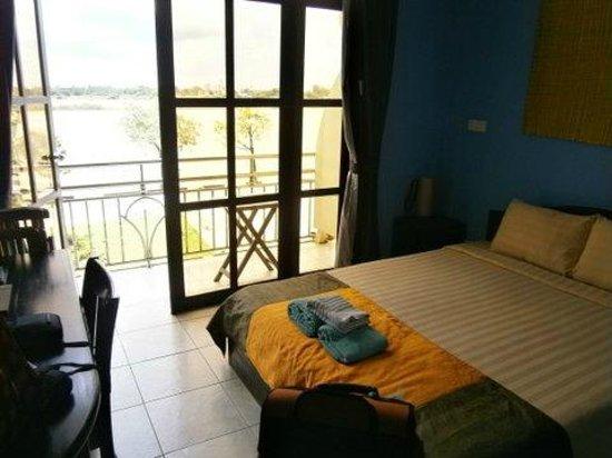 Paddy Rice Hotel: River facing room