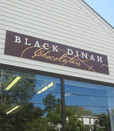 Black Dinah Chocolatiers Tasting Room: Store front in Blue Hill
