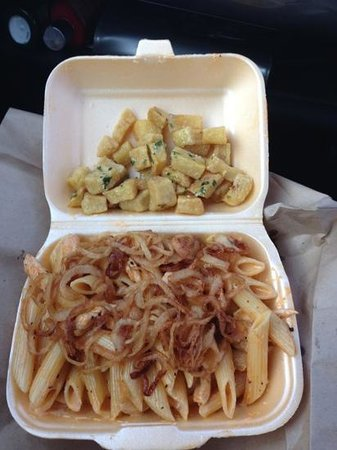 Coast Bistro Italian Restaurant: lovely chilli chicken pasta with to tobacco onions and garlic cubes ��