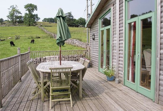 Hoe Grange Holidays: Decking/balcony Hipley cabin
