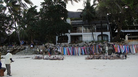 Severin Sea Lodge: Local vendors on the beach