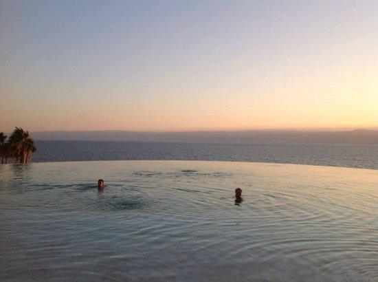 โรงแรมเคมปินสกี้ อิชทาร์ เดดซี: Pool