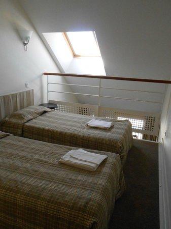 Pierre & Vacances Résidence Saint Goustan : chambre à l'étage