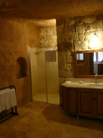 Esbelli Evi Cave Hotel: Bathroom part 1