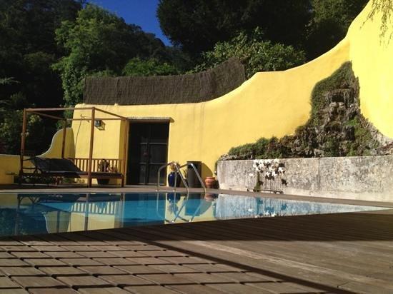 Casa das Campainhas: pool area