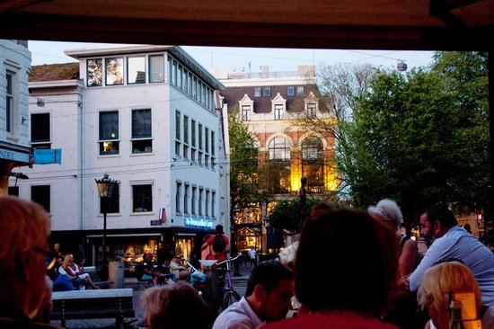Cafe Luxembourg: This is a view from our table to outside.