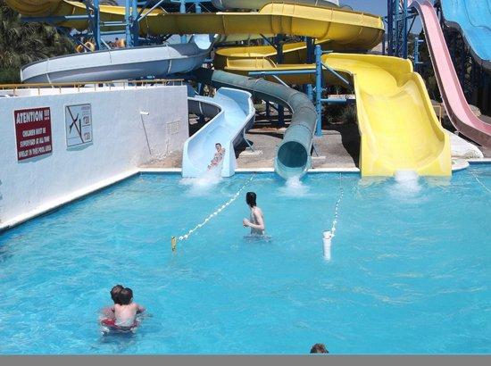 Aguamar Water Park : my boys on the slides