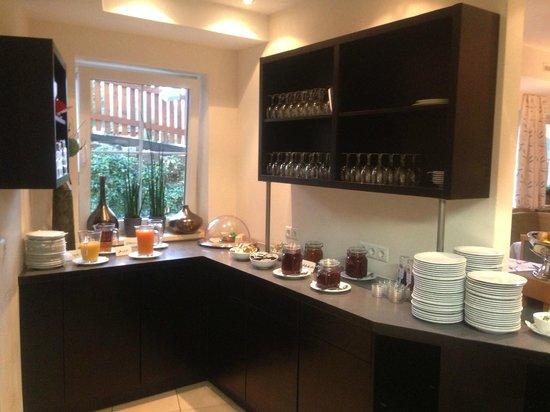 Hotel Castel: Morgen Buffet: Fruchtsäfte, Konfitüre