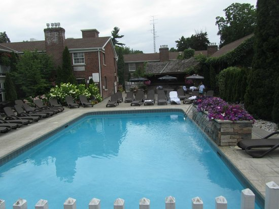 outdoor pool picture of the pillar and post inn spa and. Black Bedroom Furniture Sets. Home Design Ideas
