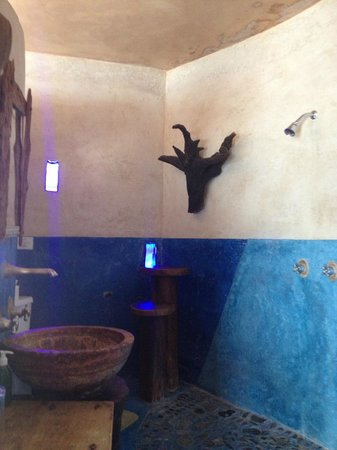 La Posada del Sol: bathroom-shower