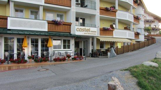 Hotel Castel: Sitzplätze aussen