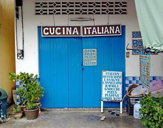 Cucina Italiana: Front of restaurant