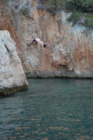 Le Conge: Cliff dives and cave swims here