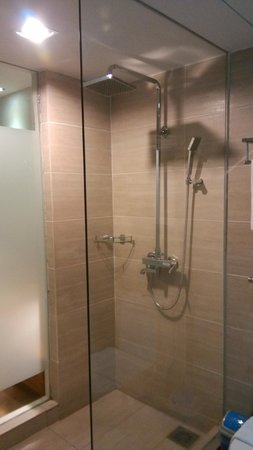 Ipoh French Hotel: Showers are also clean