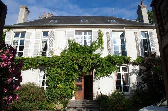 Relais Saint-Loup: La façade