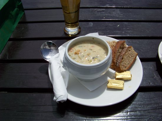 Ballycasey Craft and Design Centre: Great Fish chowder from village pub
