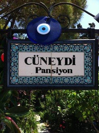 Cüneydi Butik Pansiyon: Pension's nameplate