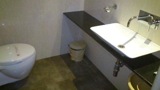Mallige Residency: bathroom